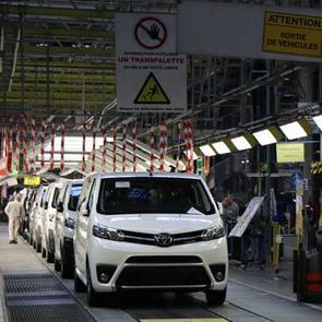Les véhicules sortent de la chaîne de montage après 3 à 4 jours passés dans l'usine.